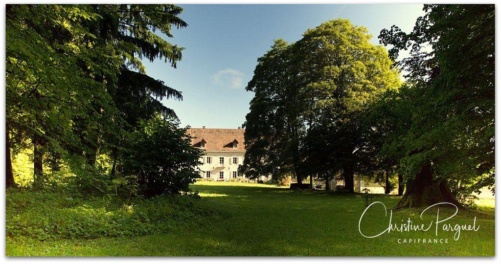 Achat maison 6chambres 900m² - Champagne-en-Valromey